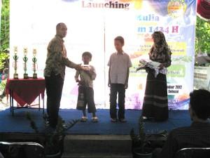 Penyerahan Santunan Program Caretaker Beasiswa kepada anak Asuh thn 2012